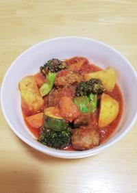 夏野菜とミートボールのトマト煮込み