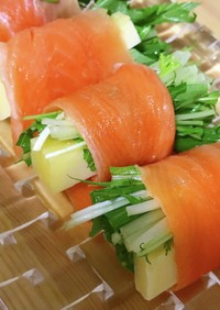 水菜とチーズのサーモン巻き