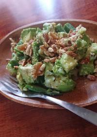 アボカドとオクラの玉葱塩麹入りサラダ