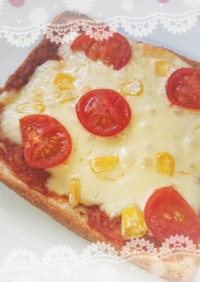 餃子の具deパンの耳ピザ
