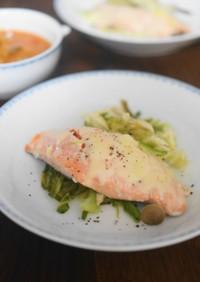 塩麴鮭とキャベツのフライパンチーズ蒸し