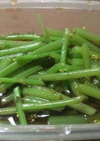 ミズ(山菜)と山椒の花のだしつゆ漬け