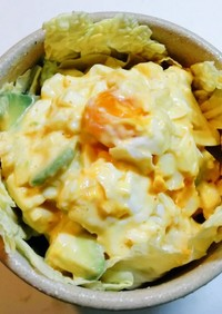 豆板醤マヨで和える卵アボカドの白菜サラダ