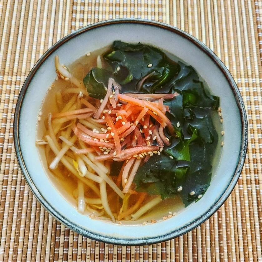 もやしとワカメと紅生姜のスープ