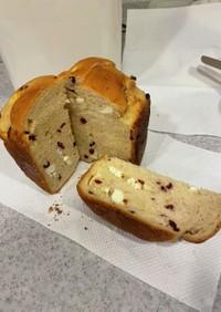 グランベリーとクリームチーズパン