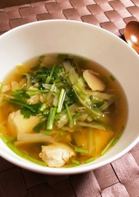 鶏ハムとパクチーのエスニック風スープ