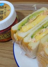 キムチとクリームチーズのサンドイッチ