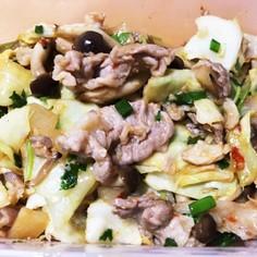 豚肉と三つ葉のピリ辛豆板醤炒め