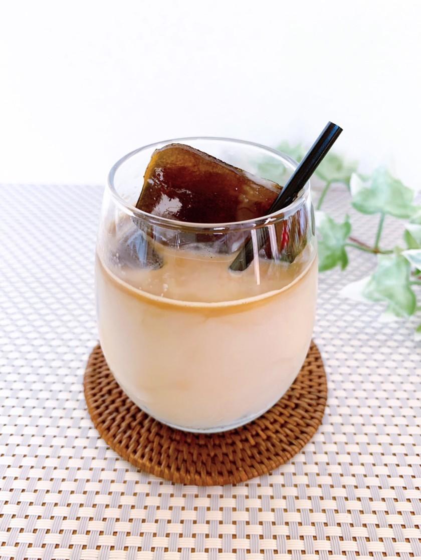 コーヒーアイスキューブで作るアイスカフェオレ