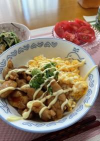 鶏たまマヨ丼