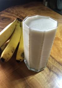 毎朝のタンパク質☆バナナみるくせーき♫