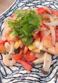 ベトナム料理エビのパイナップルトマト炒め