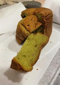 抹茶と金時まめのパン