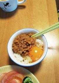 卵にえごま油納豆黒胡椒