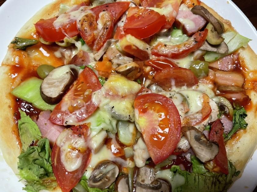 ベーコンと小松菜のピザ