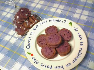 芋掘りの芋を使って『紫イモクッキー』