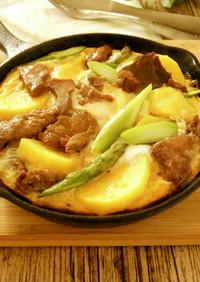 野菜とひげ鯨大和煮のオープンオムレツ