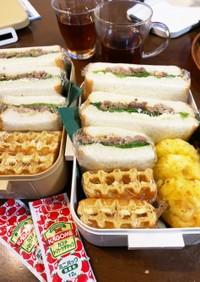 焼肉サンド&メープルワッフル弁当