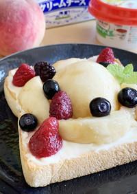 まるごと桃を使ったフルーツトースト