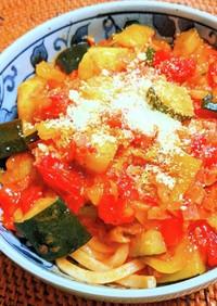 夏野菜のトマトうどん