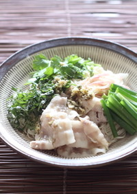 大葉と豚しゃぶのエスニック麺