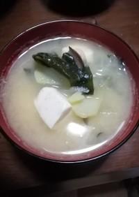 玉ねぎわかめ豆腐じゃがいもの味噌汁