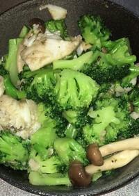 白身魚とブロッコリーのハーブ炒め