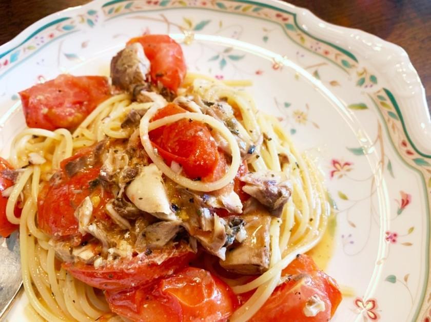 お店の味♡鯖缶とトマトのオイルパスタ