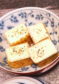 ブラックペッパー香る厚揚げのチーズ焼き
