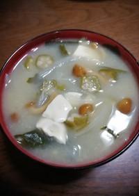 オクラ豆腐なめこ玉ねぎわかめの味噌汁