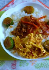 キムチ納豆+炒り卵のカフェ丼