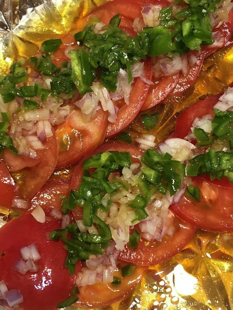 トマトとピーマンの中華風サラダ