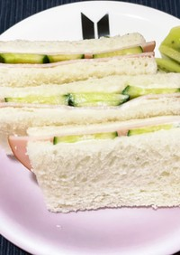 ハム、きゅうりサンドイッチ