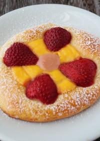 あまおう苺のダブルクリームパン