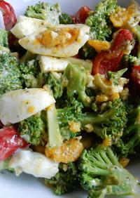 ブロッコリーとパプリカとゆで卵のサラダ