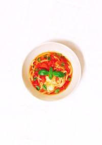トマト缶で簡単、イタリアン煮込みうどん。