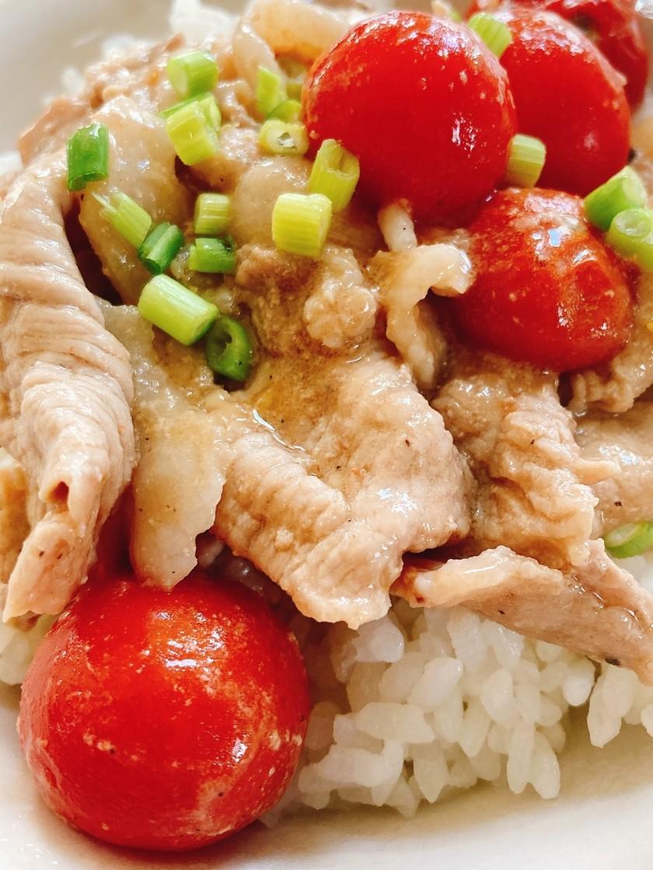簡単♡豚肉とトマトのニンニク炒め