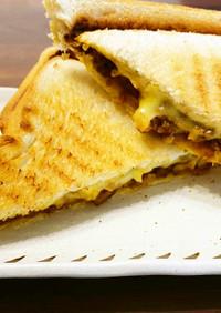 挽き肉とチーズのホットサンド