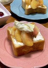 桃とマスカルポーネ蜂蜜のトースト
