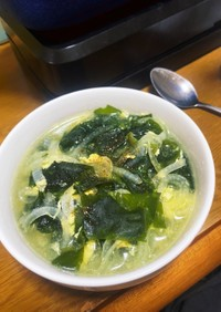 『タマネギとわかめの卵スープ』