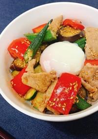 彩り夏野菜と豚肉のピリ辛スタミナ丼