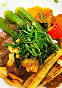 夏野菜と牛もも肉のステーキ丼