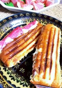 ホットドッグパンのなんちゃってパニーニ。