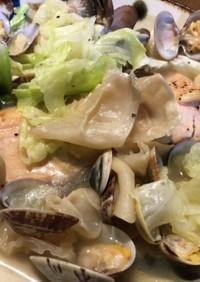 秋鮭と白いきくらげのアクアパッツァ