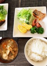 今日の朝食 玉子焼き 鮭 ソーセージ