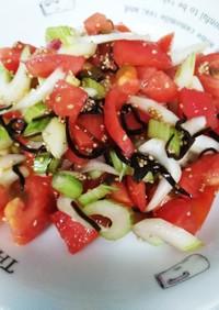 簡単副菜♪セロリとトマトの塩昆布和え