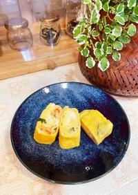 大大大好きチーズとカニカマ紫蘇の卵焼き