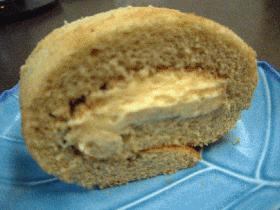 スィートポテトクリームの抹茶ロールケーキ