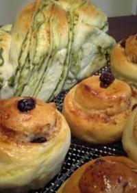 抹茶シートパンとシナモンロールパン