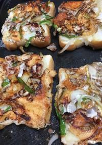 鉄板でカリカリチーズ舞茸トースト